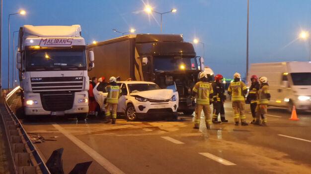 Dwa osobowe, dwie ciężarówki. Dwa pasy S8 były zablokowane