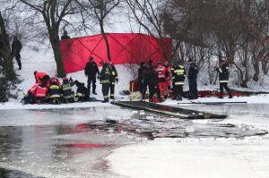 Zmarł jeden z mężczyzn, którzy wpadli pod lód