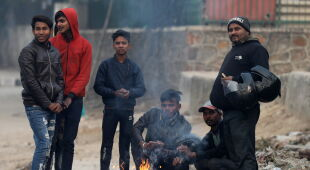Niska temperatura w Indiach (PAP/EPA/FAROOQ KHAN/RAJAT GUPTA)