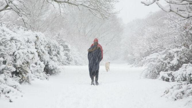 Prognoza pogody na dziś: drastyczny spadek ciśnienia. Mróz, zawieje śnieżne, deszcz