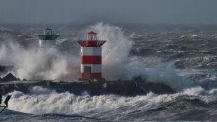 Karolina uderzy w Szkocję. Przyniesie bardzo silny wiatr i wysokie fale