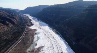 Zamarzł wodospad Hukou na Żółtej Rzece